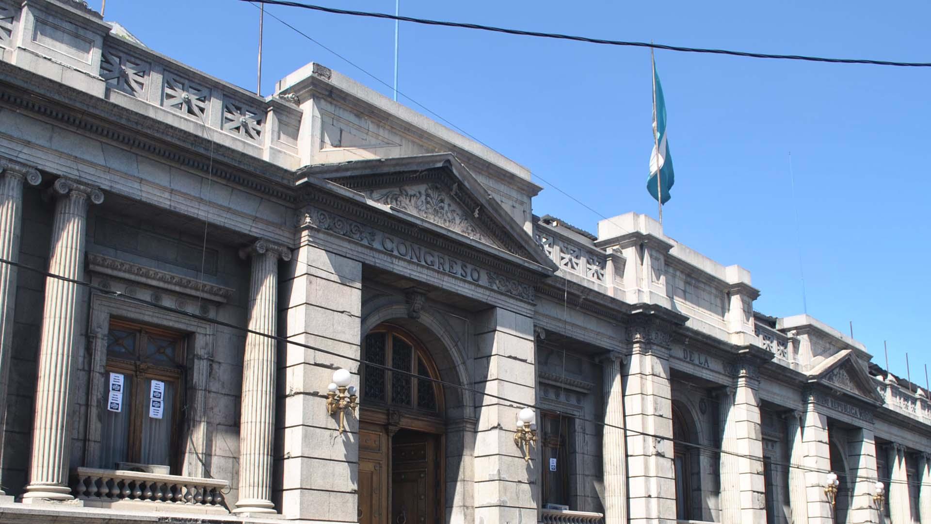 Sete parlamentarios que fueron miembros de la junta directiva durante 2014 y 2015 son acusados por delitos de corrupción