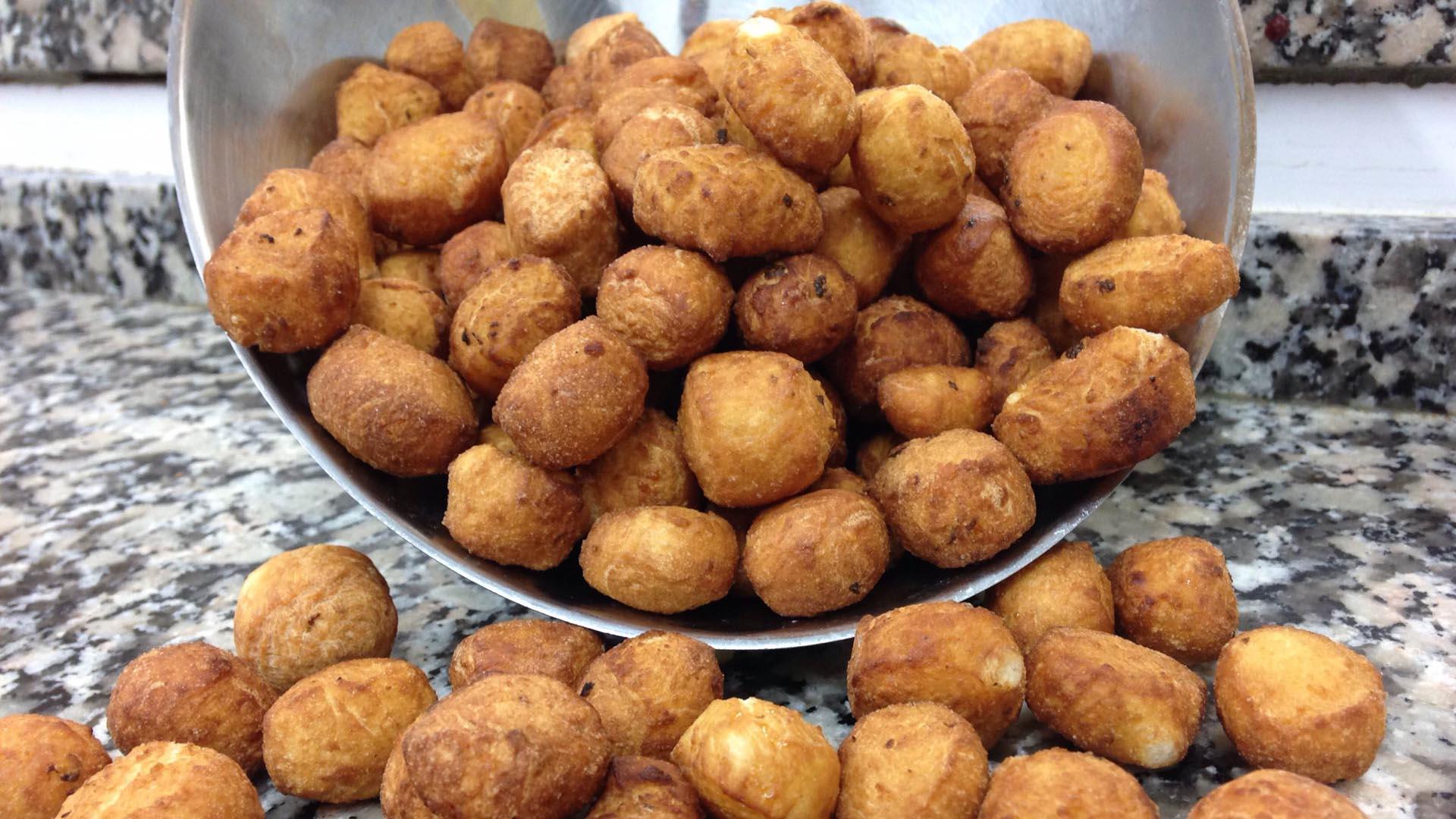 Los dulces eran unas pequeñas bolas de una masa frita, que fueron roseadas con pesticidas por el hermano del vendedor