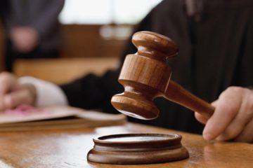 Los tres comunicadores enfrentan cargos menores por asilar a dos colegas fugitivos