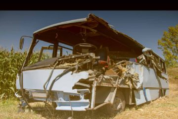 La mayoría de los fallecidos son niños que a causa del impacto resultaron expulsados del vehículo