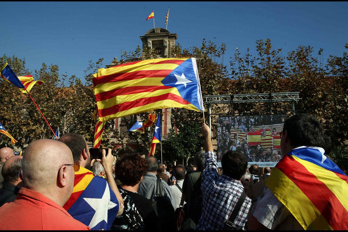 La coalición Junts pel Sí y la CUP registraron en el Parlamento la primera de las tres leyes previstas
