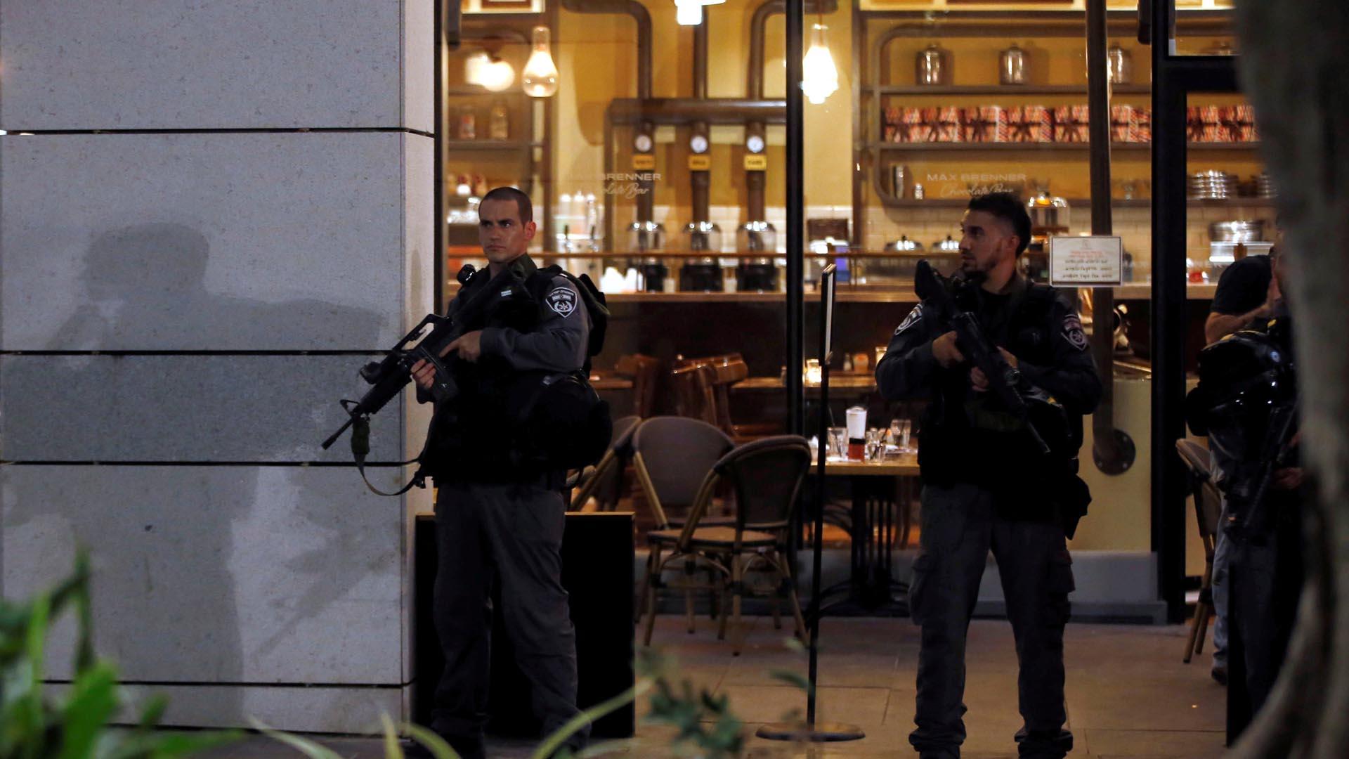 Dos hombres palestinos abrieron fuego en contra de la muchedumbre, en una zona de esparcimiento, por presunto odio racial