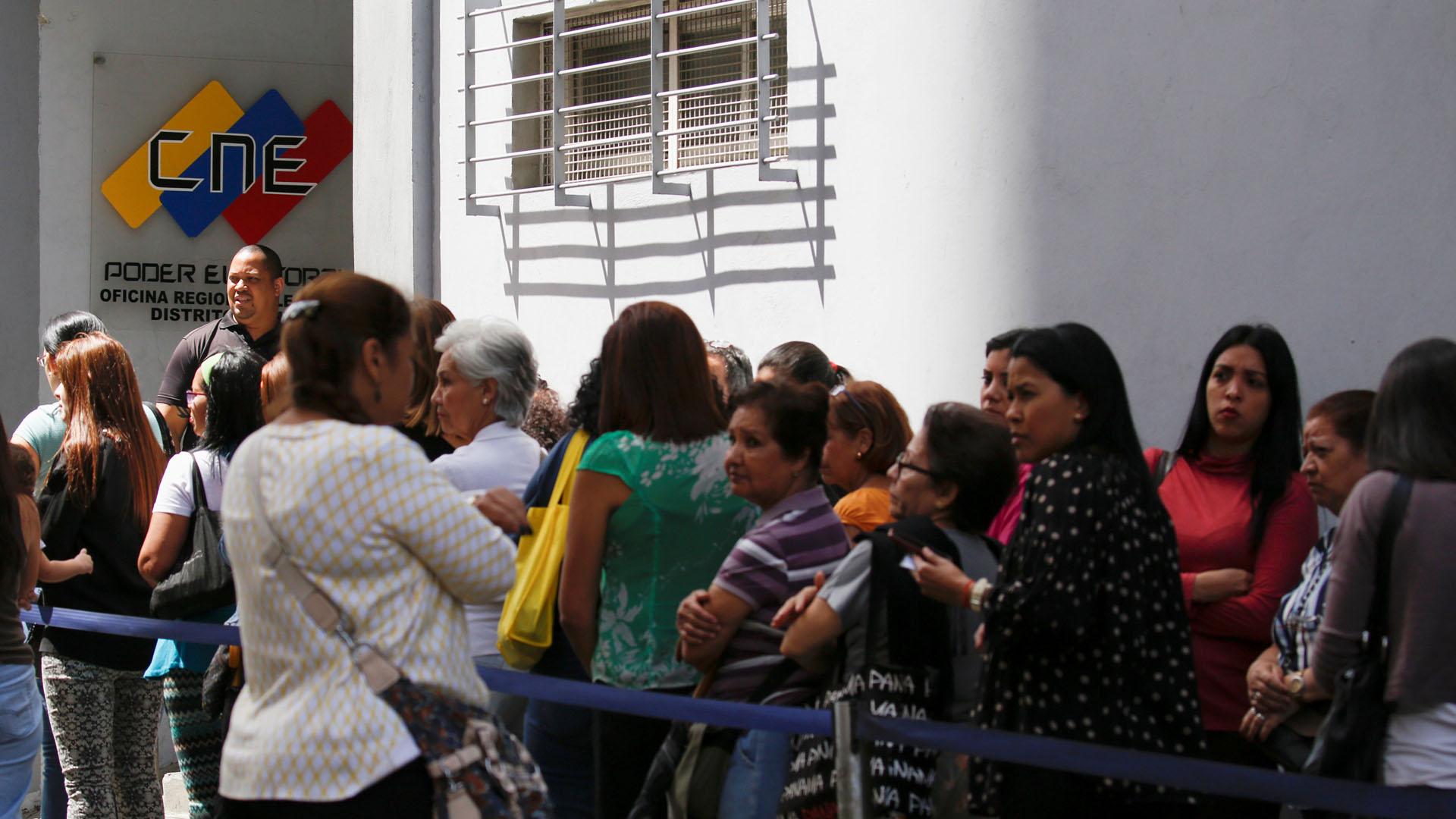El candidato a la gobernación del estado Miranda, Carlos Ocariz, aseguró que voluntarios prestarán a apoyo a los votantes