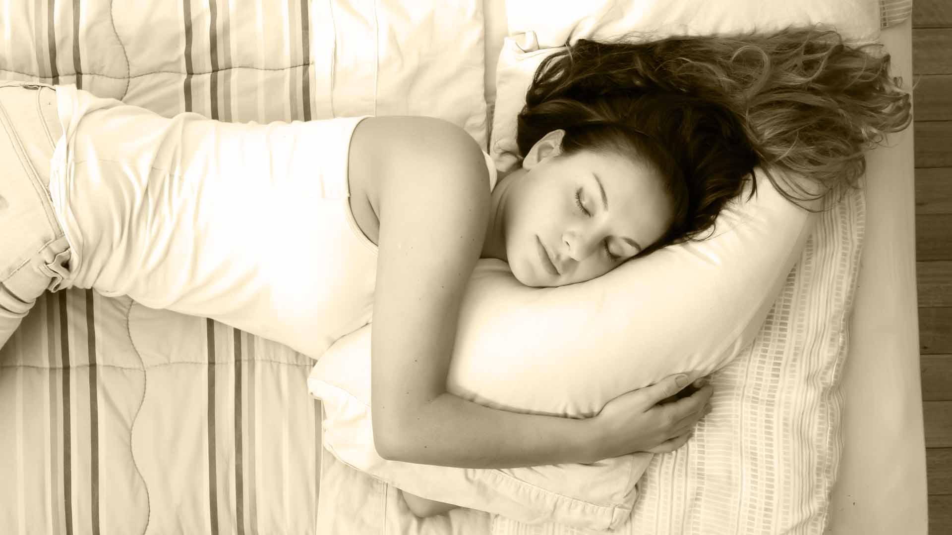 Alargas la vida durmiendo más los fines de semana