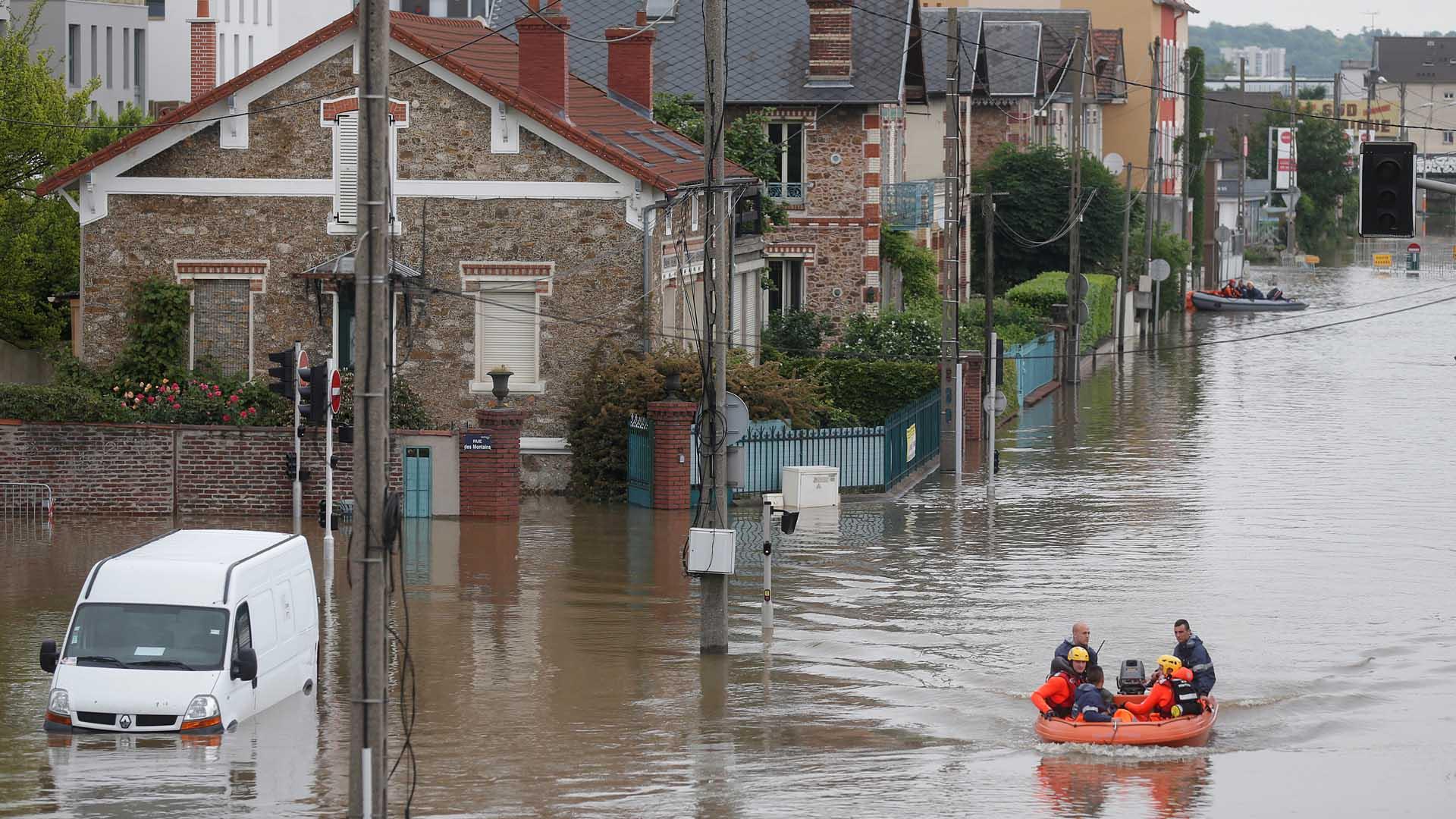 Cuatro personas murieron como consecuencia de las inundaciones y otras 20 mil tuvieron que abandonar sus hogares