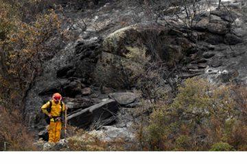 Al menos diez municipios del norte de Los Angeles tuvieron que ser evacuados y varias autopistas cerradas al tránsito