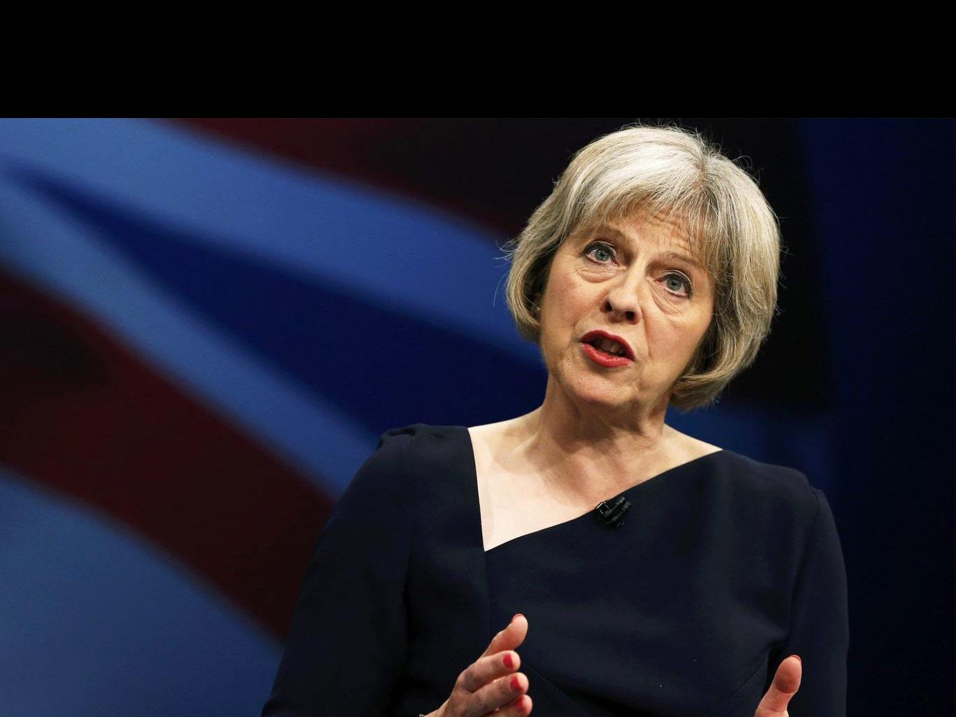 La secretaria de Asuntos interiores británica se mostró contrariada tras el ataque de aficionados rusos a hinchas ingleses