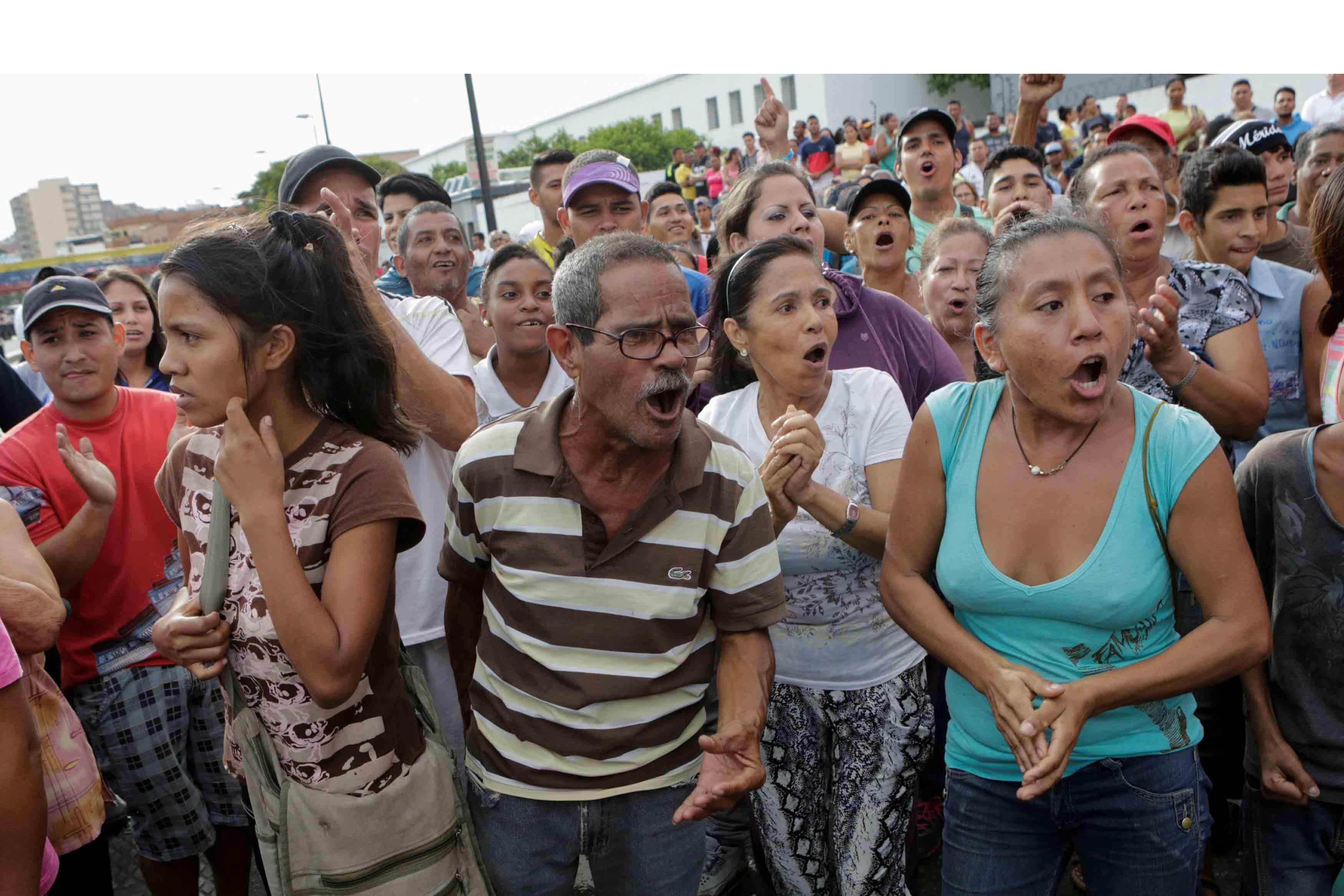 La diputada Paz, de la región de Sucre, dijo que recibió informaciones de que se registraron 2 muertos y 25 heridos durante los saqueos