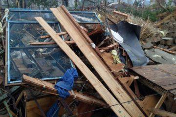 Numerosas casas, empresas y vehículos resultaron afectados por las lluvias torrenciales y granizadas