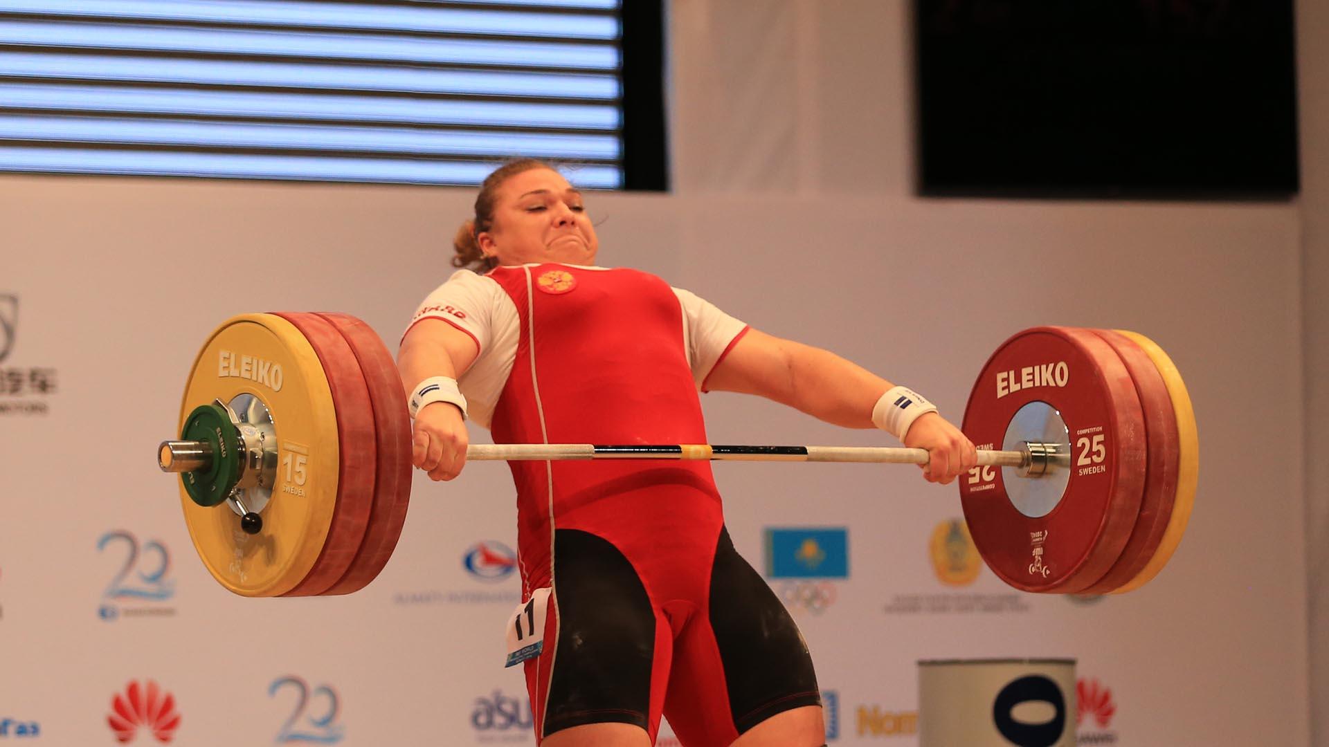 Al igual que en otras especialidades la IWF tomó la decisión por la falta de controles antidoping de los deportistas