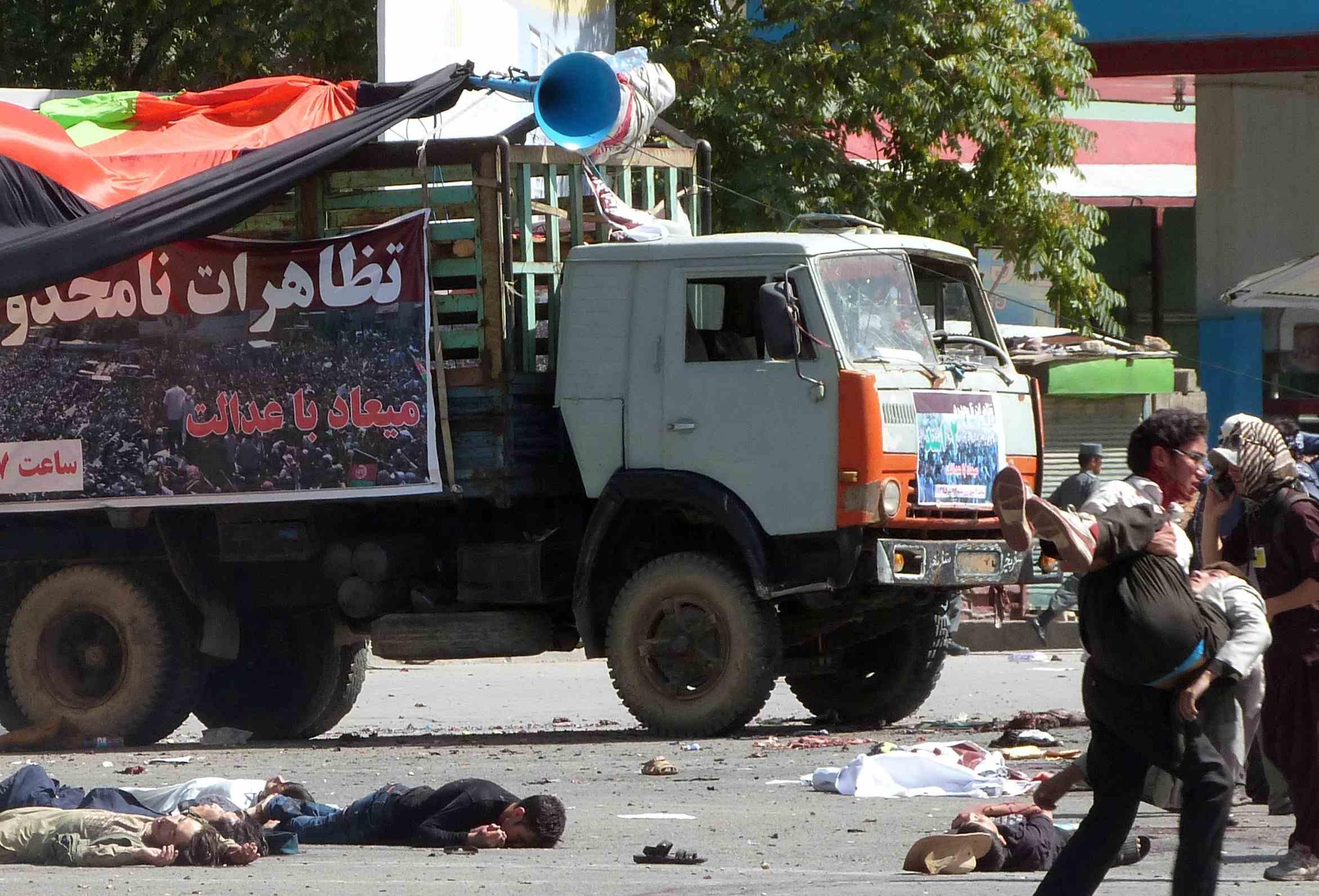 Dos ataques suicidas dejaron un saldo de al menos 61 personas fallecidas y 207 heridos
