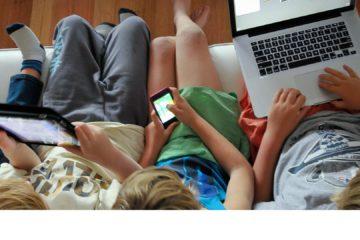 Estudios indican que los mayores deben estar actualizados en temas digitales, establecer normas para navegar en la red y así evitar conflictos con sus niños