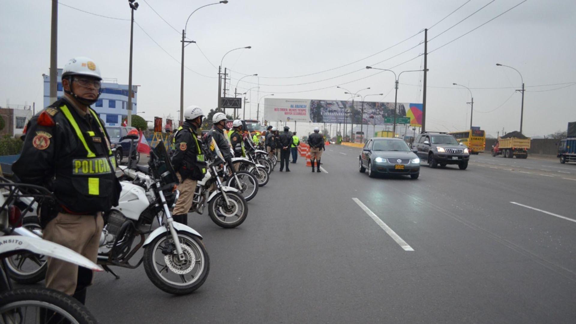 Un grupo de manifestantes intentaron trancar una importante artería vial por lo que la policía tuvo que intervenir