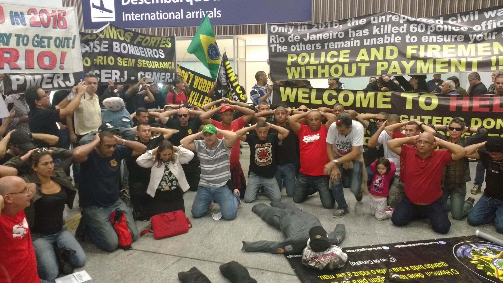 Cerca de un centenar de efectivos de seguridad protestaron en el aeropuerto internacional