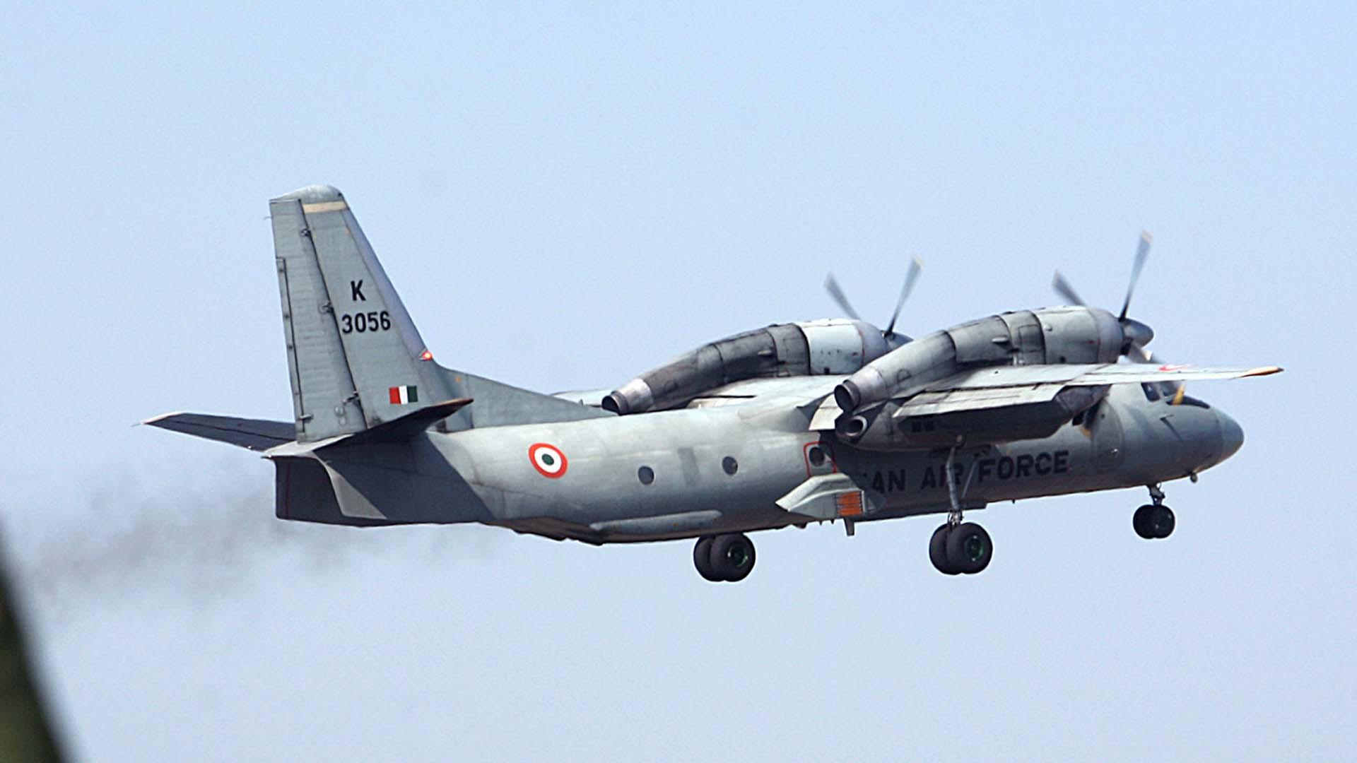 El aparato, del tipo AN-32, despegó a las 08:30 con 29 personas a bordo, se comenzaron las labores de busqueda
