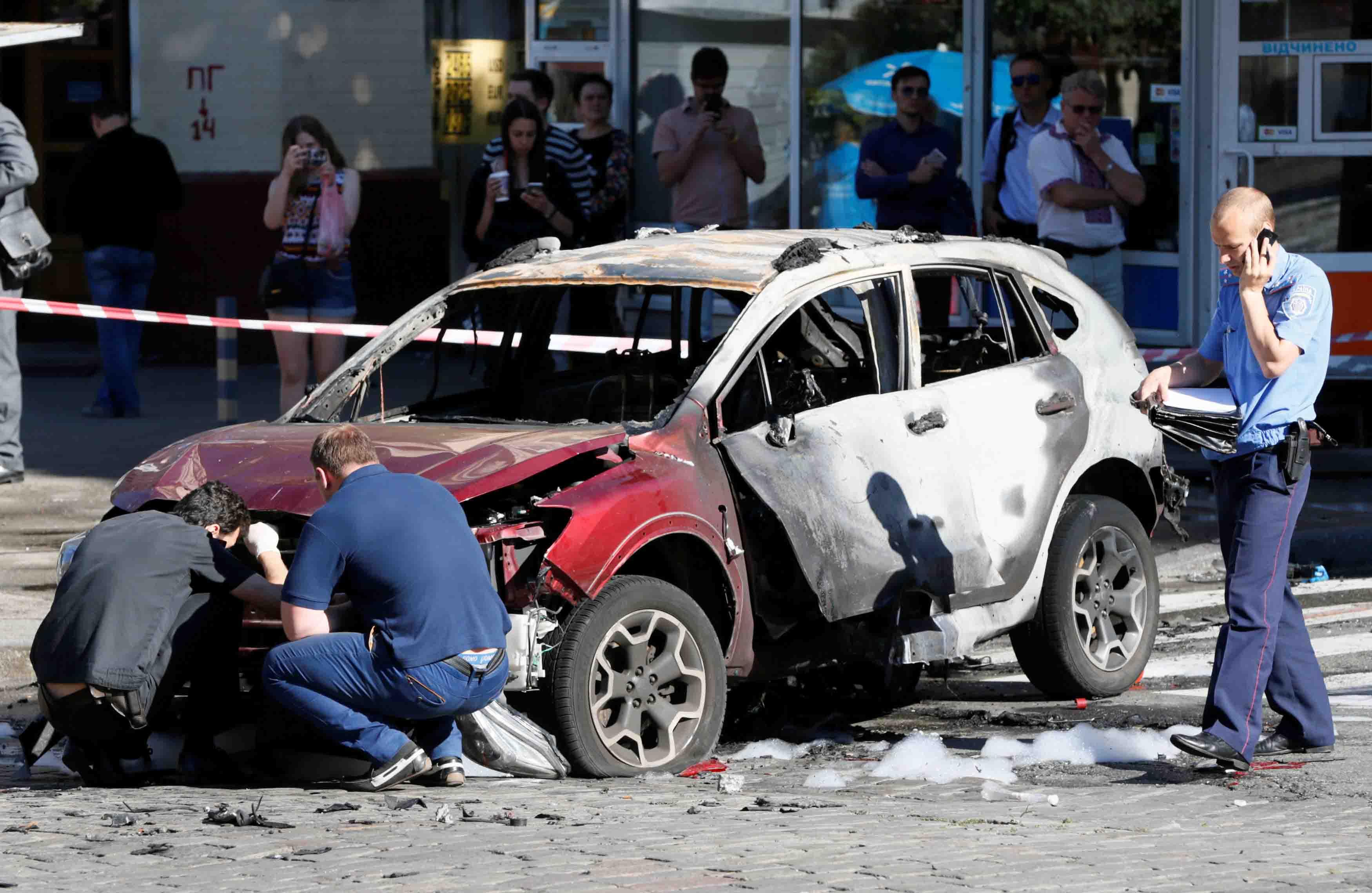 El también moderador, se encontraba solo en el coche de una colega cuando se produjo la explosión