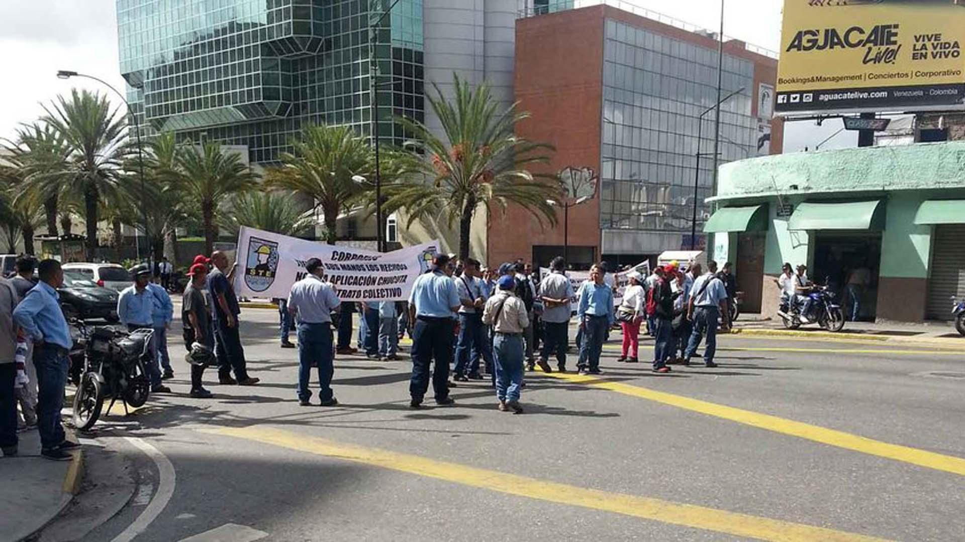 La protesta evitó el paso de vehículos en ambos sentidos a la altura de la estación del metro Chacao