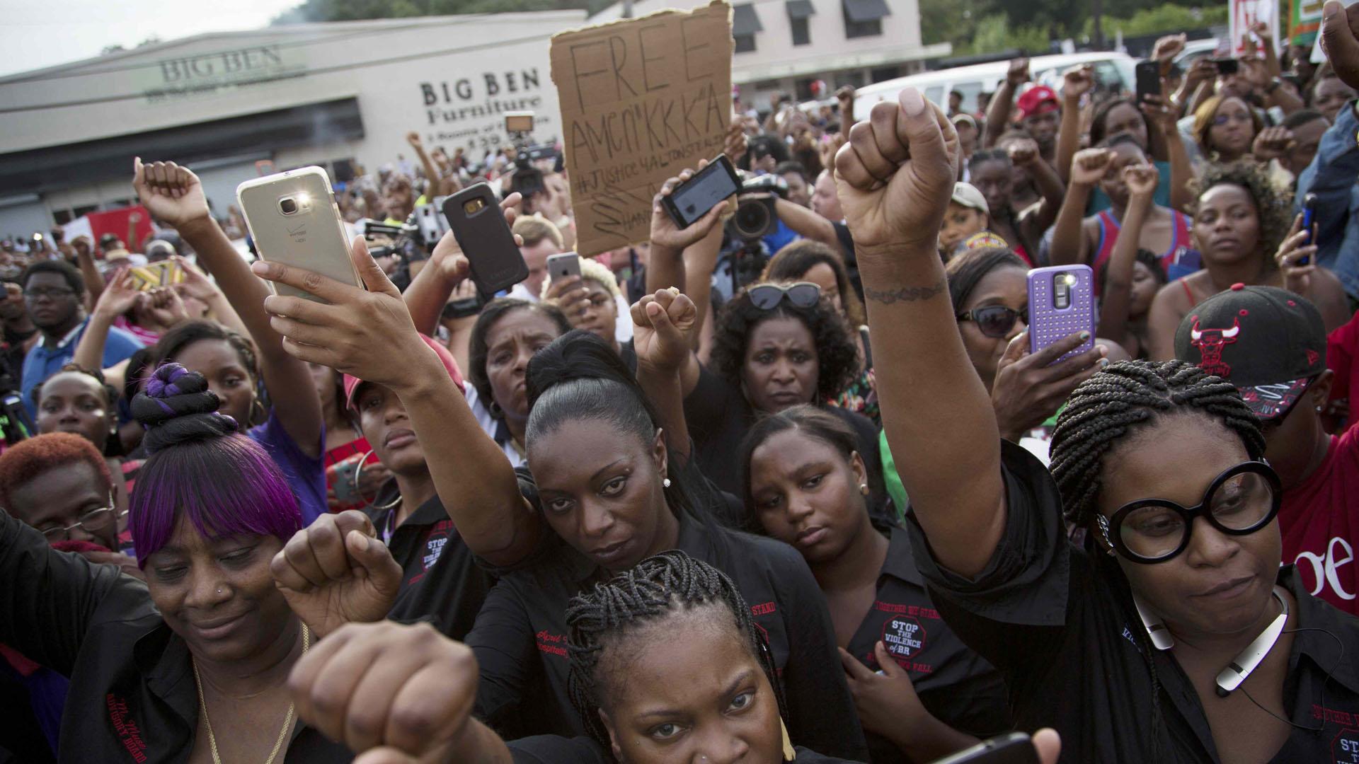 EE.UU indignado por muerte de afroamericanos