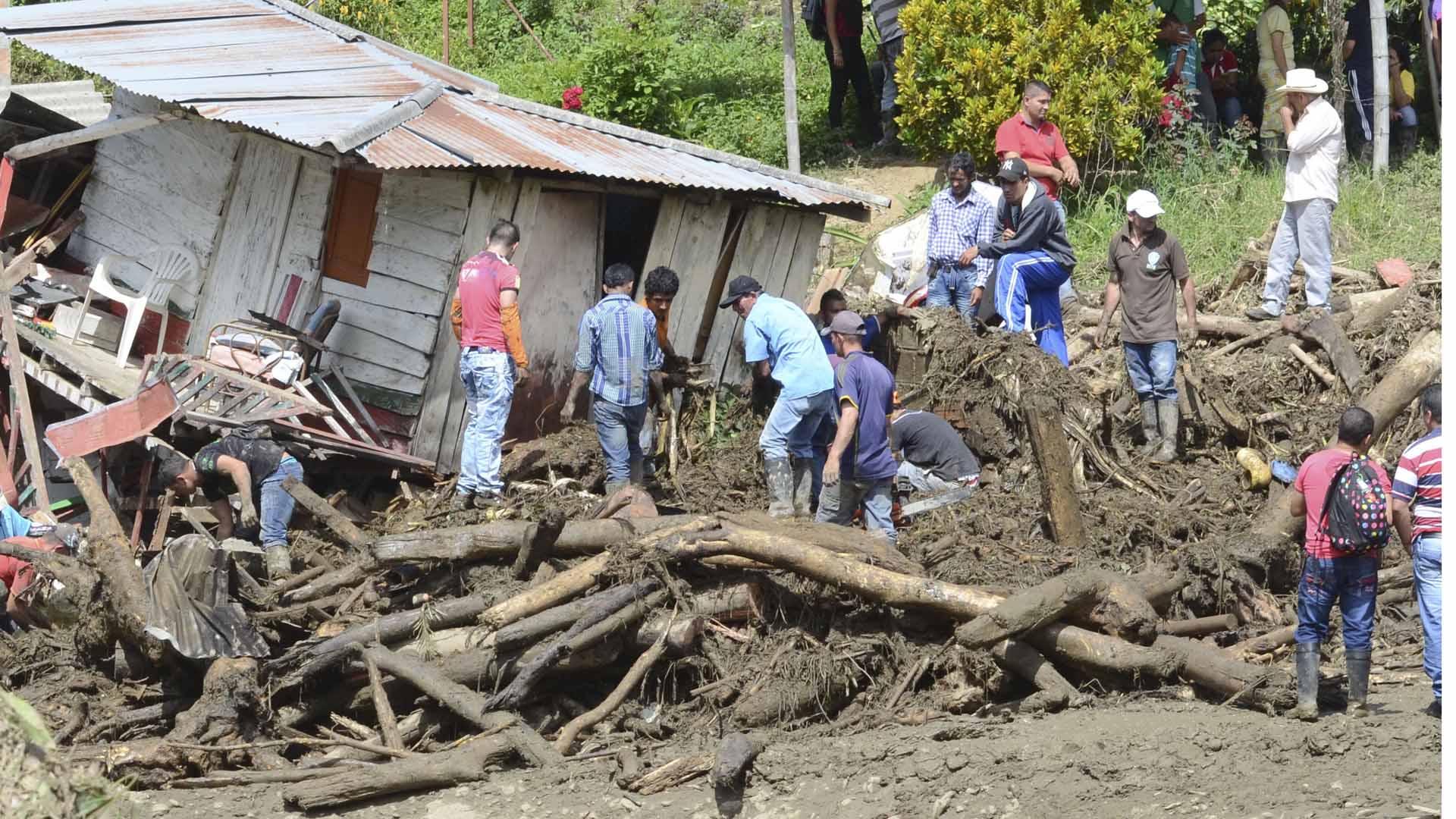 Al sureste de Colombia el 70% de la población quedo a la deriva tras el desbordamiento del rió Cauca