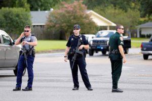 Siete oficiales permanecen heridos en lo que se cree fue una emboscada realizada por un hombre armado con un rifle de asalto