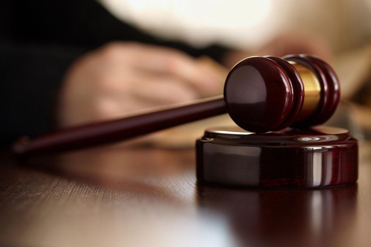 Un tribunal francés tomó la decisión. Entre los castigados se encuentra el hermano de uno de los atacantes de París