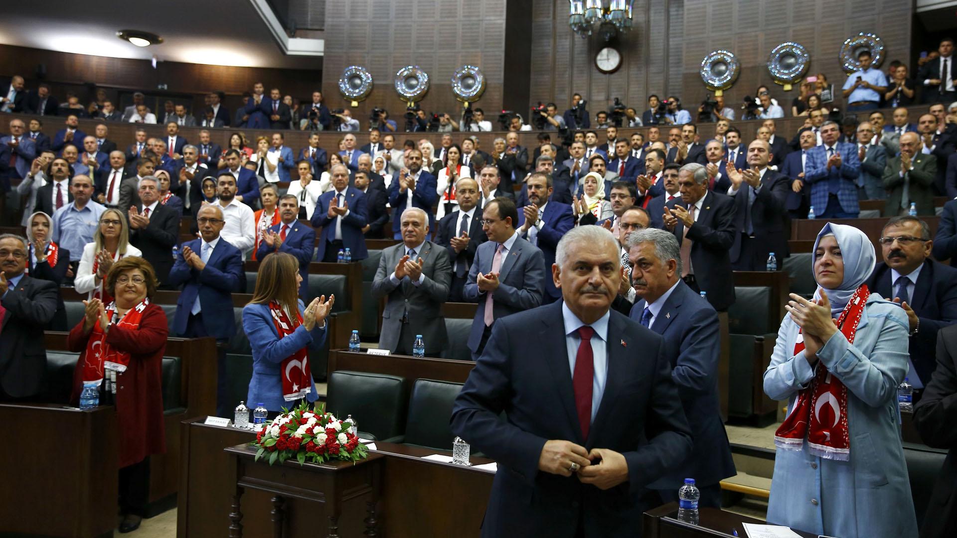 Continúan las destituciones en Turquía