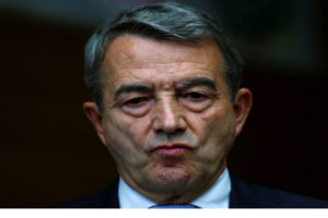El castigo del dirigente se debe al polémico proceso de adjudicación del Mundial de 2006 en Alemania