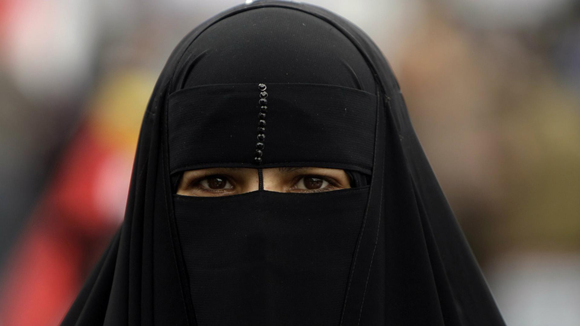 La fiscalía de Alemania no le permitió a una joven utilizar el velo que cubre el rostro en su totalidad mientras está en la escuela