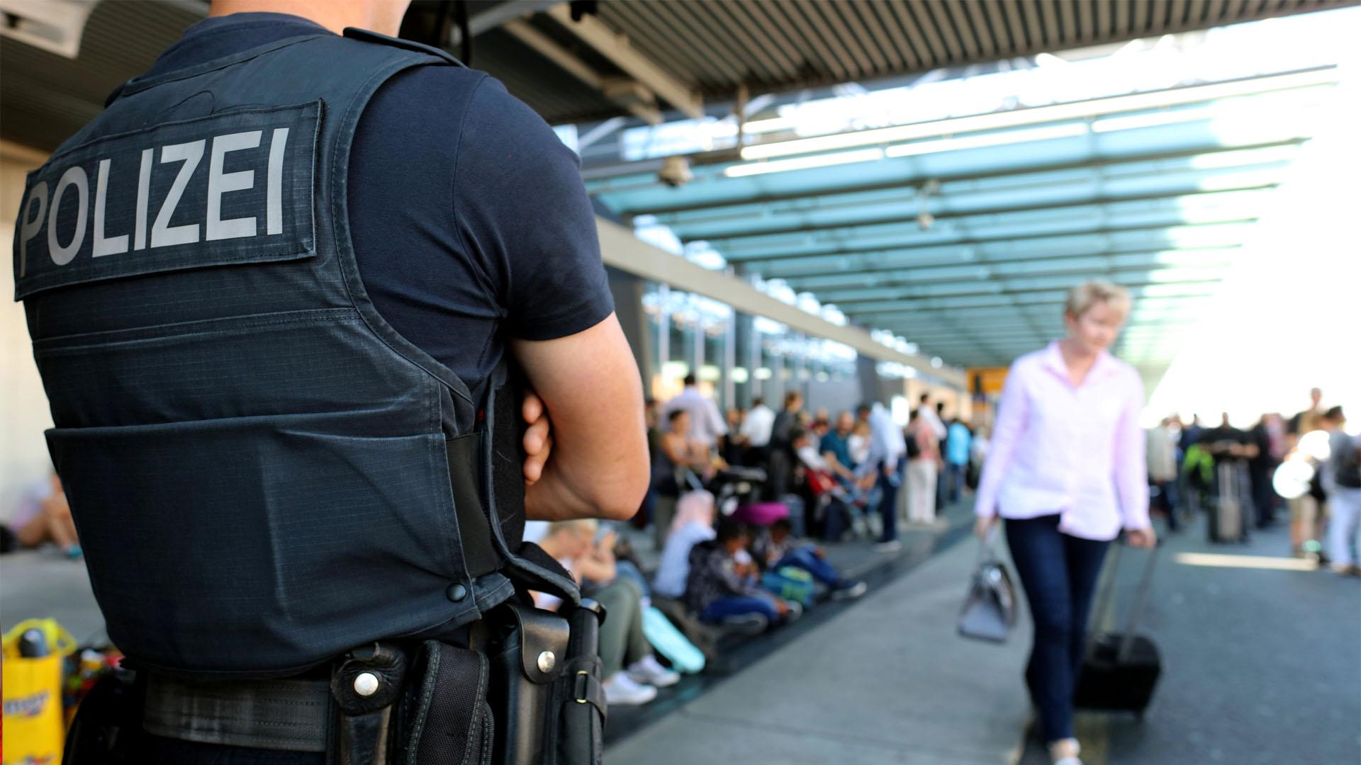 El terminal 1 alemán fue desalojado en vista que una mujer se saltó el control de seguridad y generó alerta en los funcionarios