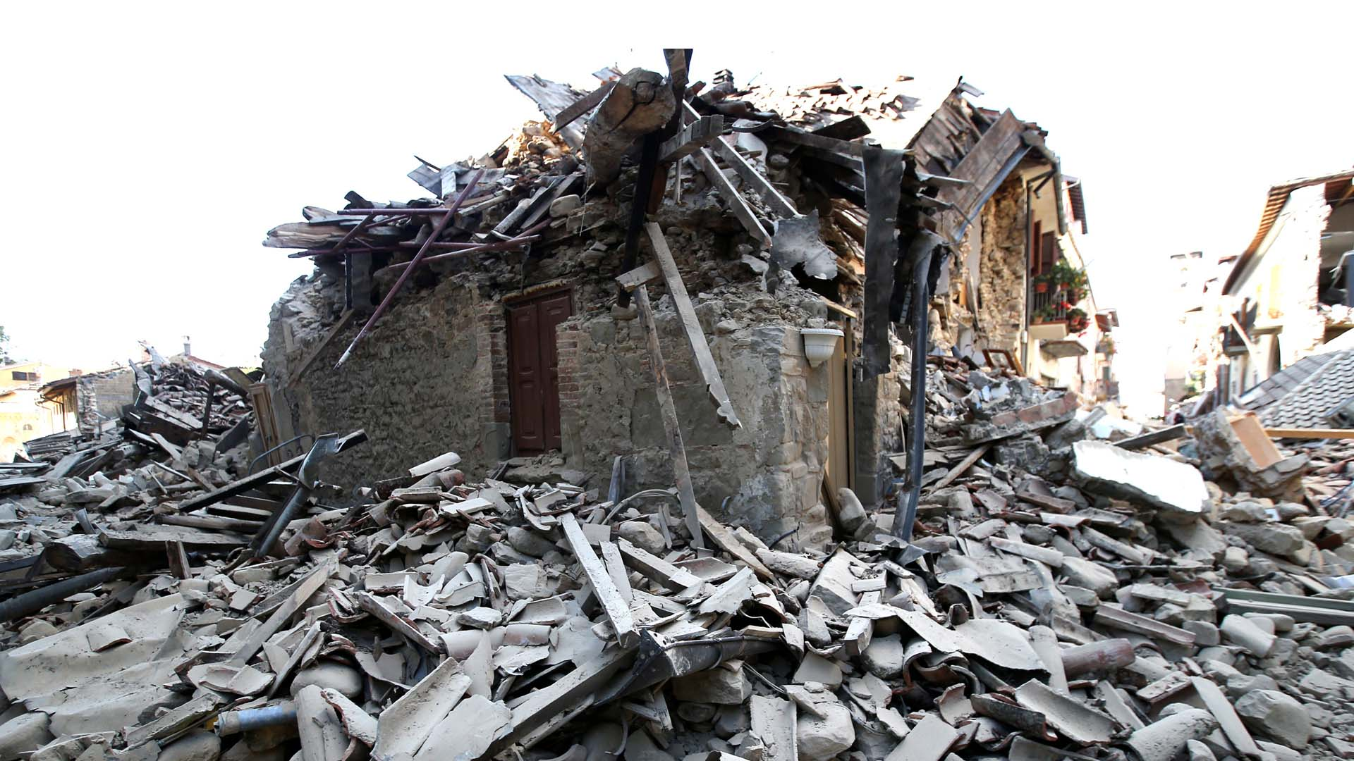El Informe de Riesgo Mundial 2016 pidió a las naciones invertir en invierta para crear construcciones de buena calidad