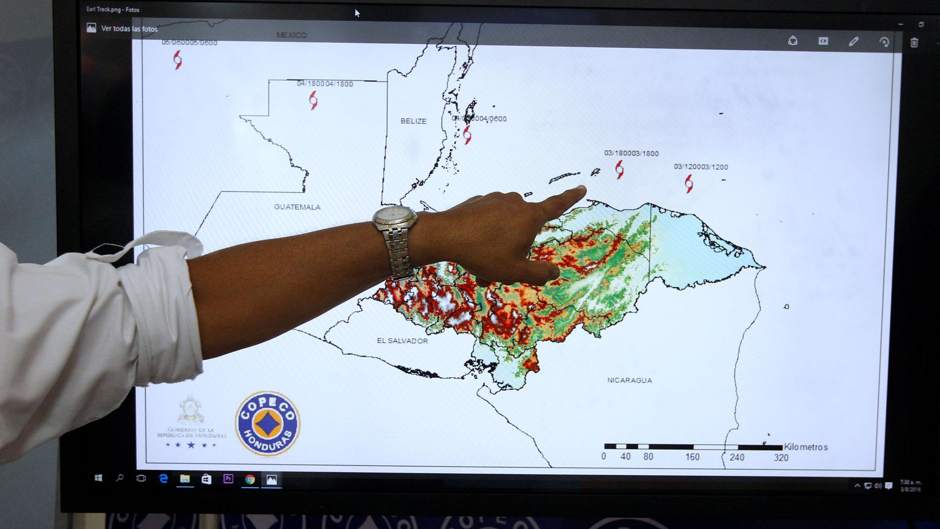 El fenómeno tropical está atacando las costas del país por lo que las autoridades de los distintos departamentos se mantienen en estado de emergencia