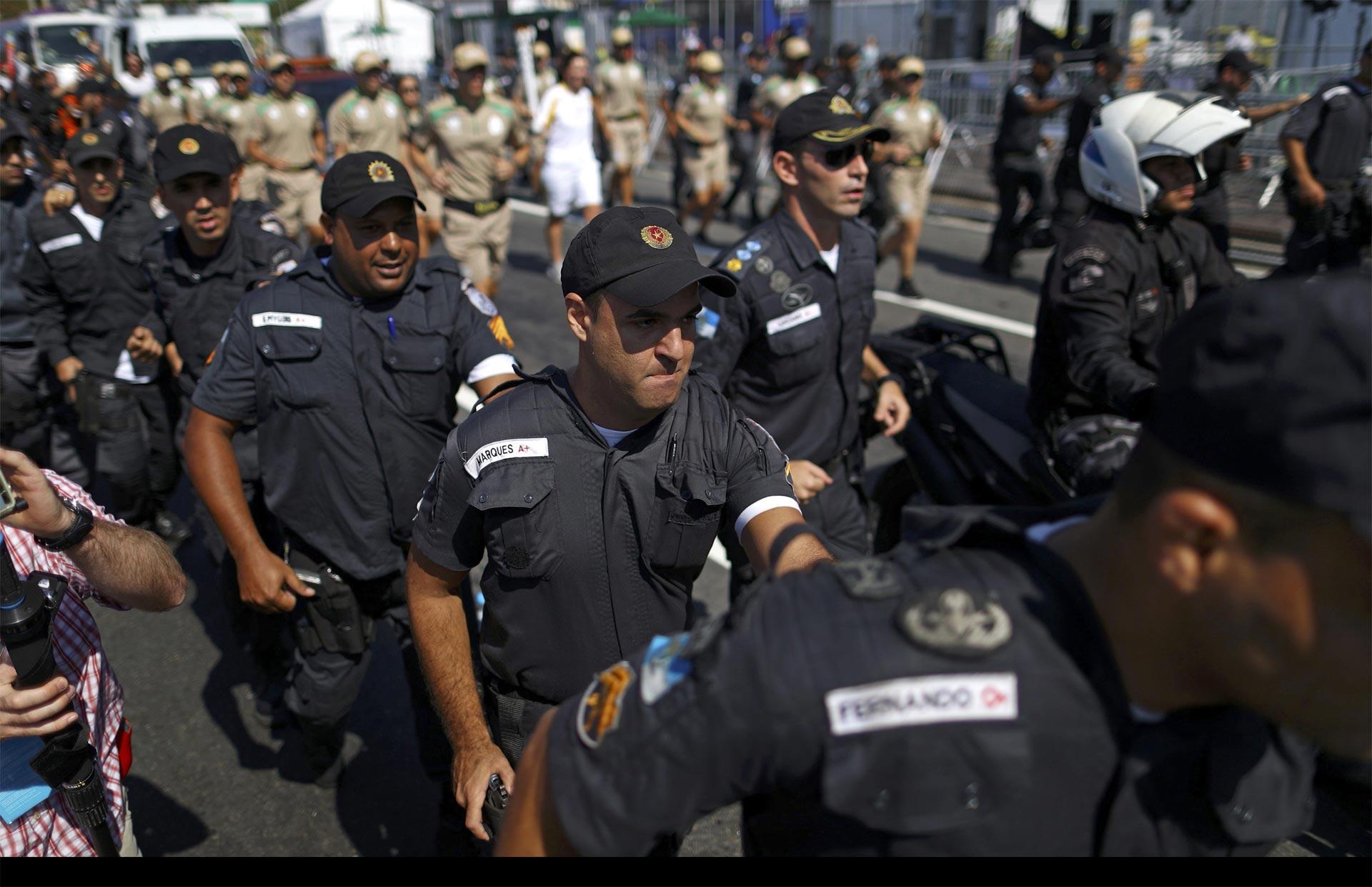 Fuerza Nacional cerca favelas en Río