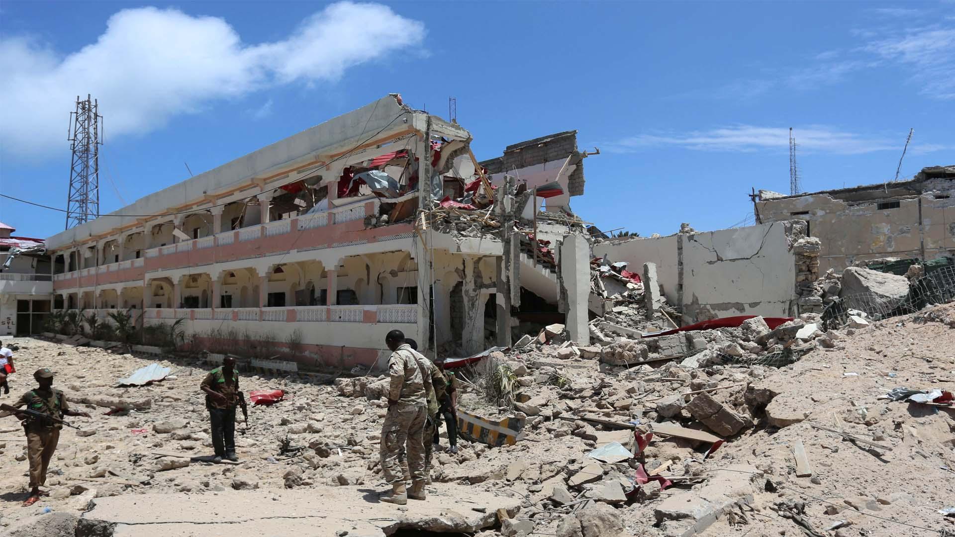 La milicia yihadista Al Shabaab atacó desde un hotel al palacio de Gobierno en la localidad de Somalia