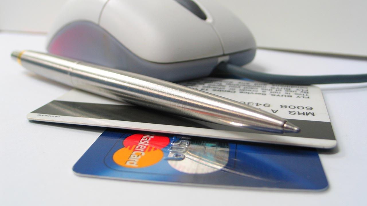 En una entidad financiera quien aplique los sistemas de control tiene que ser una persona capacitada, conocer de riesgos y tener experiencia