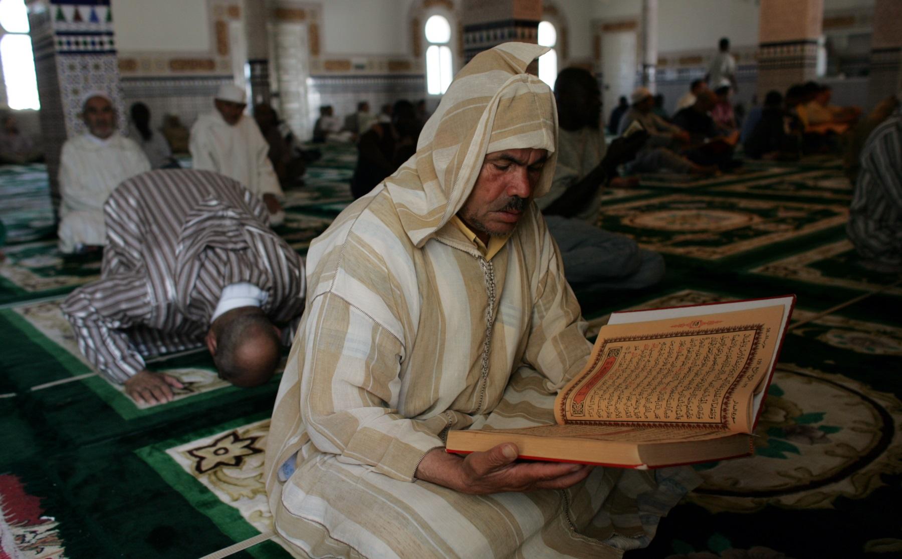 Los más de 60 mil refugiados que alberga la nación europea no tienen un sitio donde orar