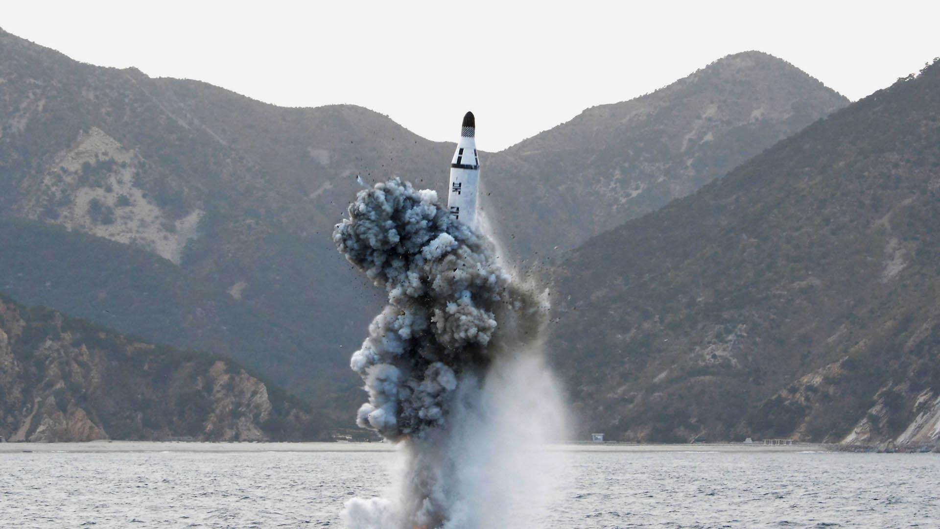 """El proyectil cayó en el mar del Japón por lo que el primer ministro de esa nación calificó la acción como """"indignante"""""""