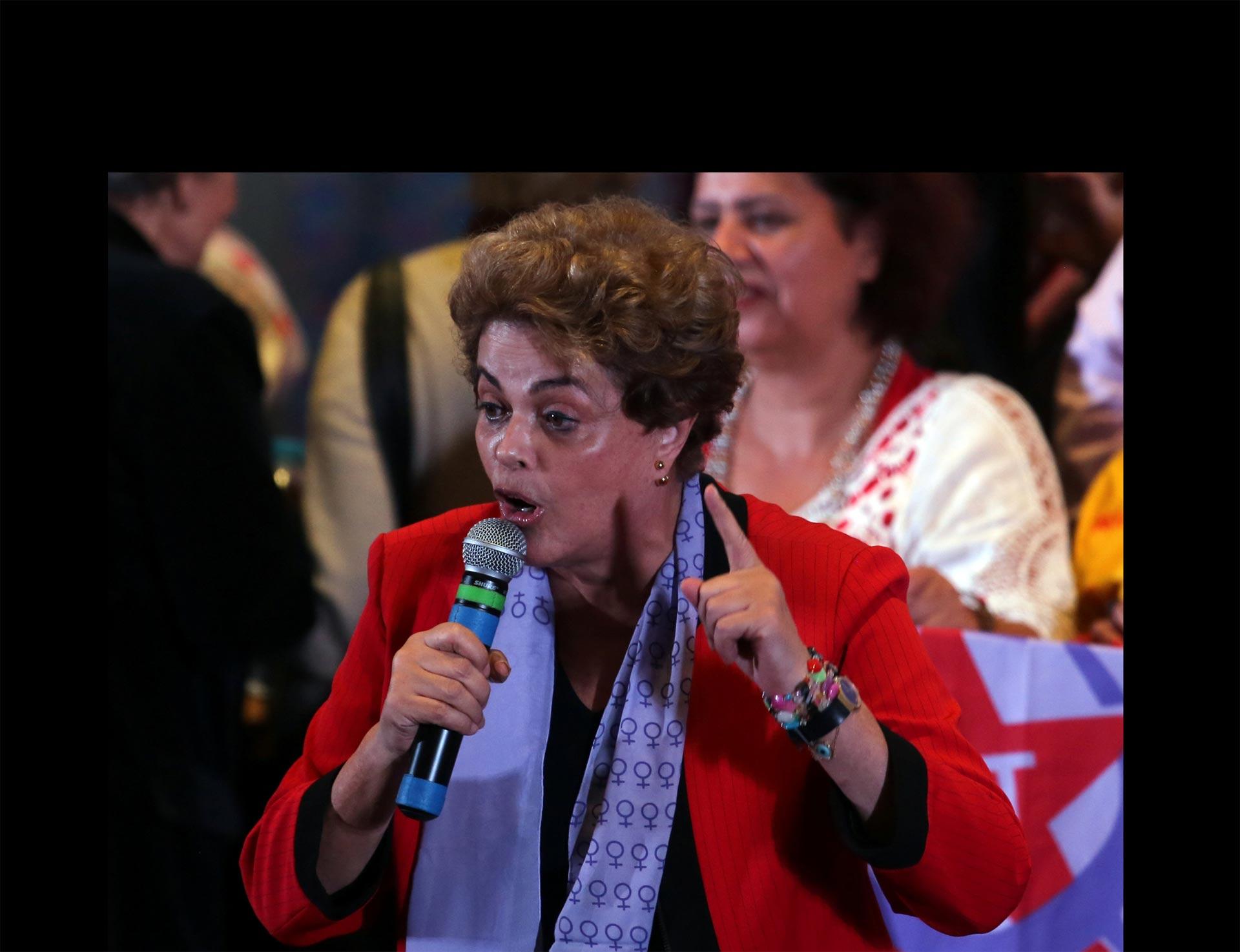 Aprueban informe que pide destitución de Rousseff
