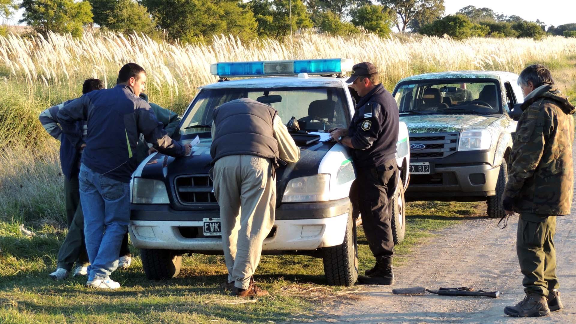 Personal de guardabosques y veterinarios se encuentran tras la pista del animal