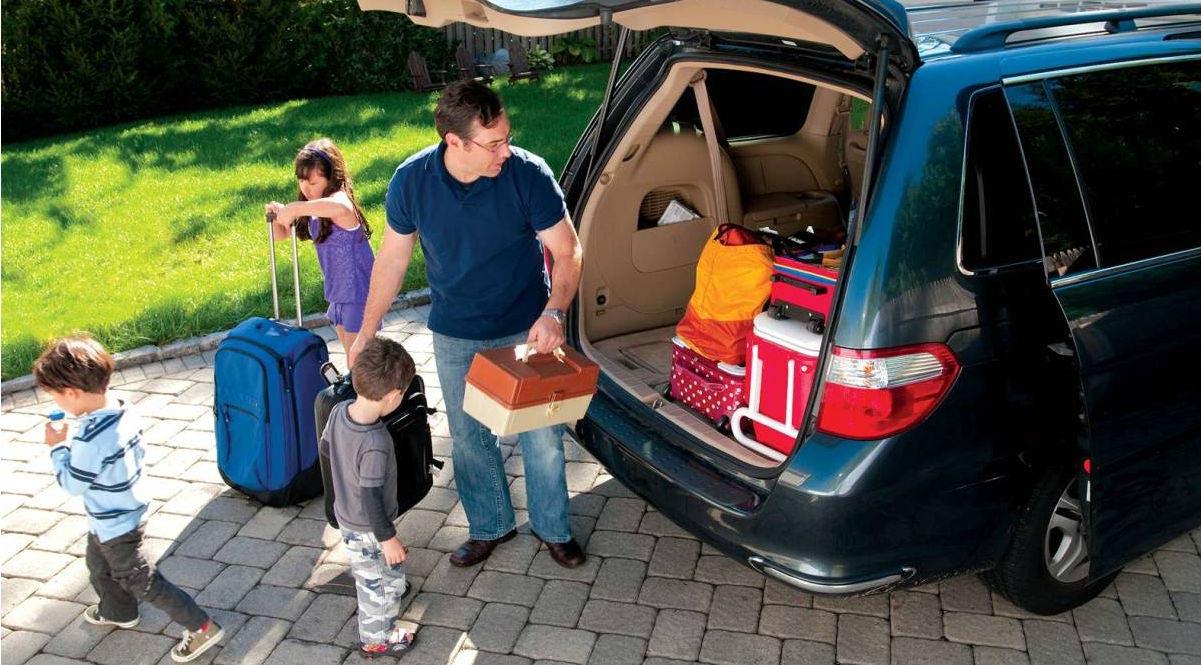 Revisión básica del vehículo, tener a mano datos de la póliza personal y llevar un kit de primeros auxilios son sólo algunas medidas preventivas