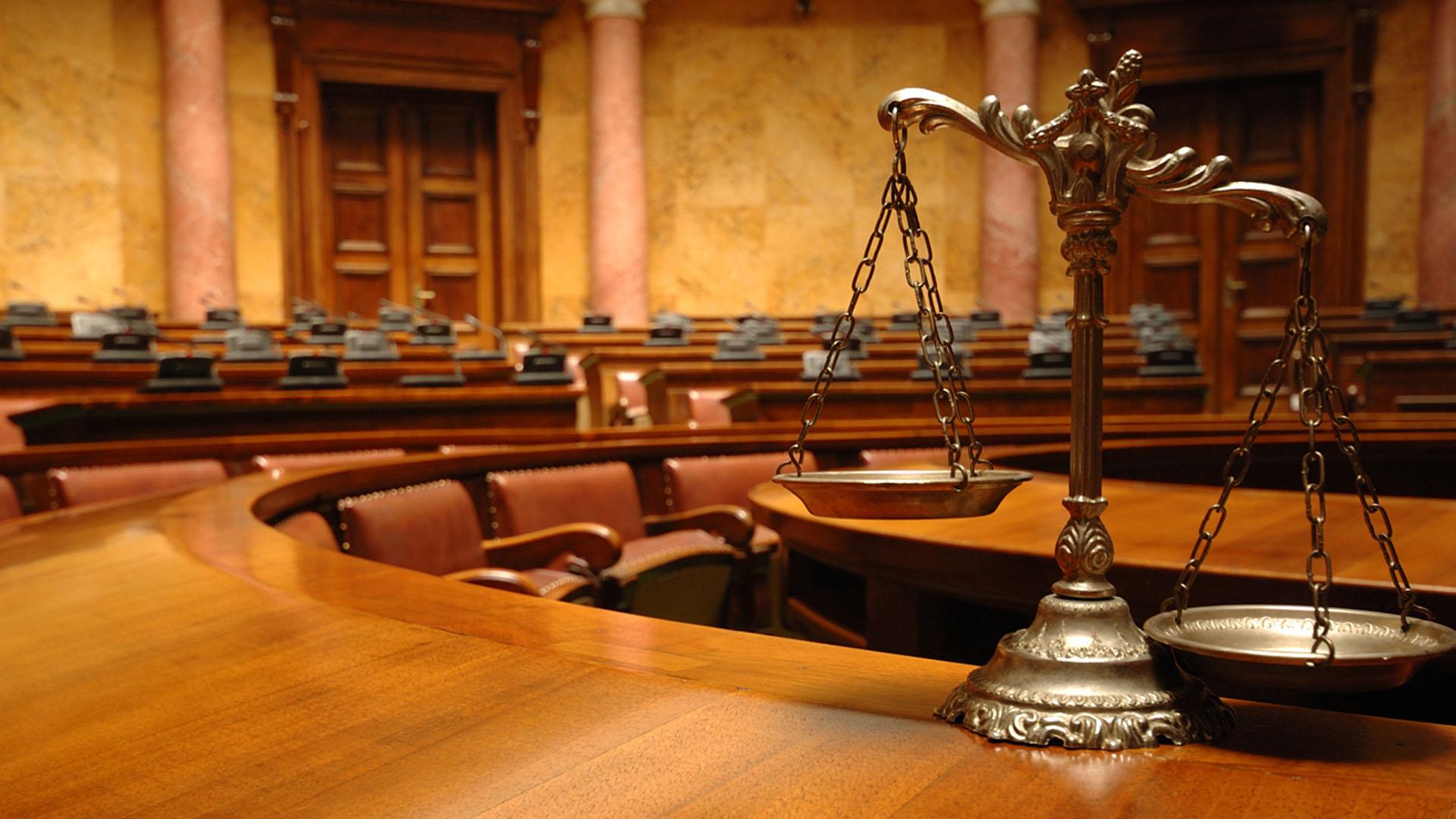 Un juzgado de la ciudad de Bastia, sentenció a una persona a dos años de cárcel y a otros cuatro con libertad condicional