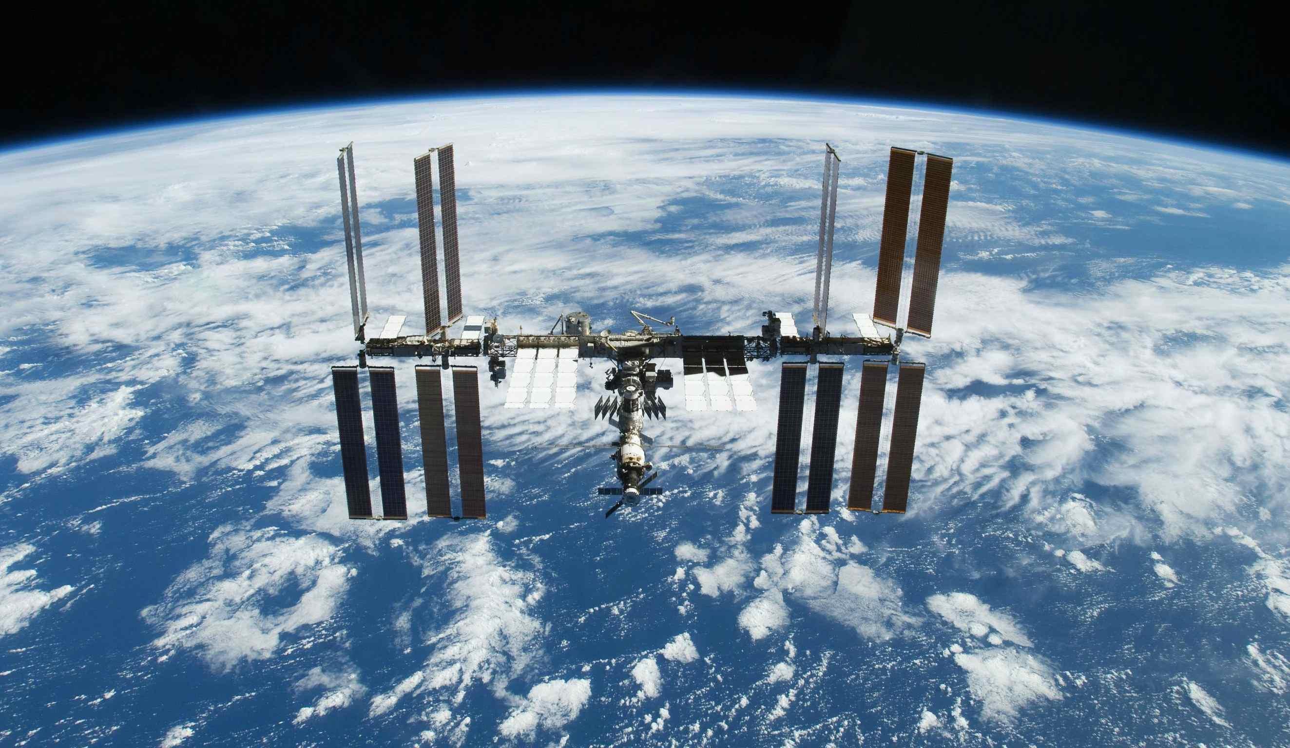 Dos astronautas colocaron dos cámaras de alta resolución para tener una mejor visión de las caminatas espaciales