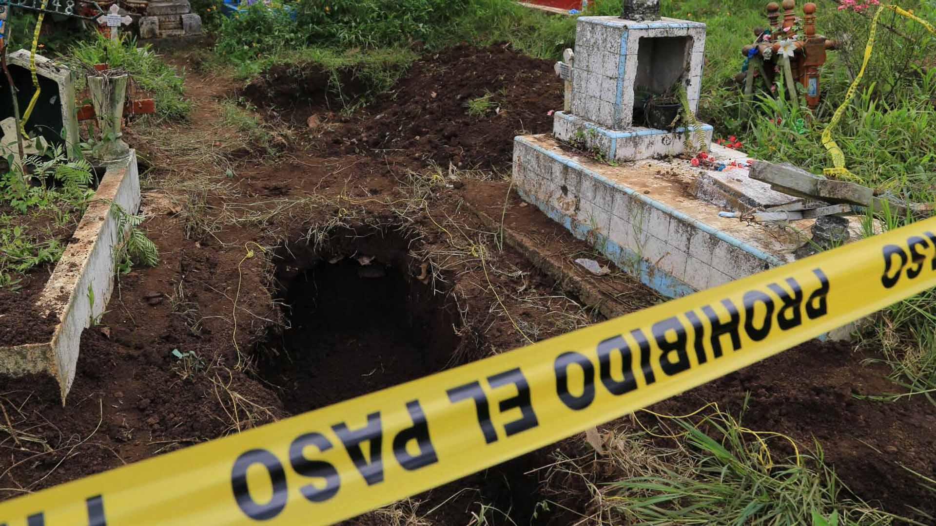 Familiares de los desaparecidos en México hallaron la fosa común el cementerio de Palo Verde