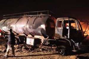 Tras la colisión los vehículos se incendiaron. Otras 20 personas permanecen heridas
