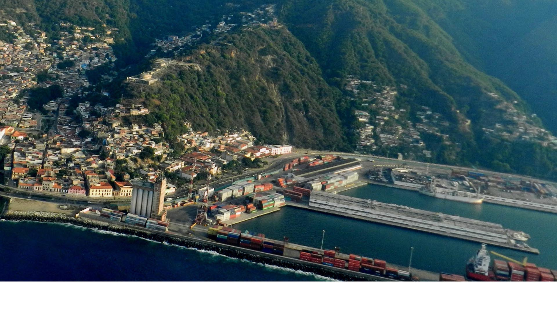 El paso de embarcaciones y la visita turística estará restringida según informó el gobernador de Vargas, Jorge Luis García Carneiro