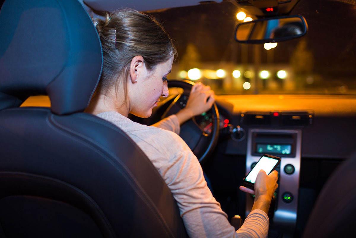 Evite el uso de celulares al conducir