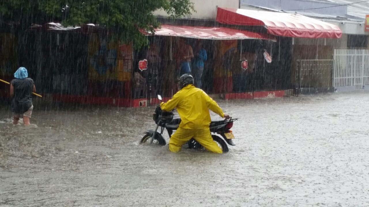 Unos minutos pueden ser la diferencia entre salir ileso de una lluvia torrencial o ser un damnificado
