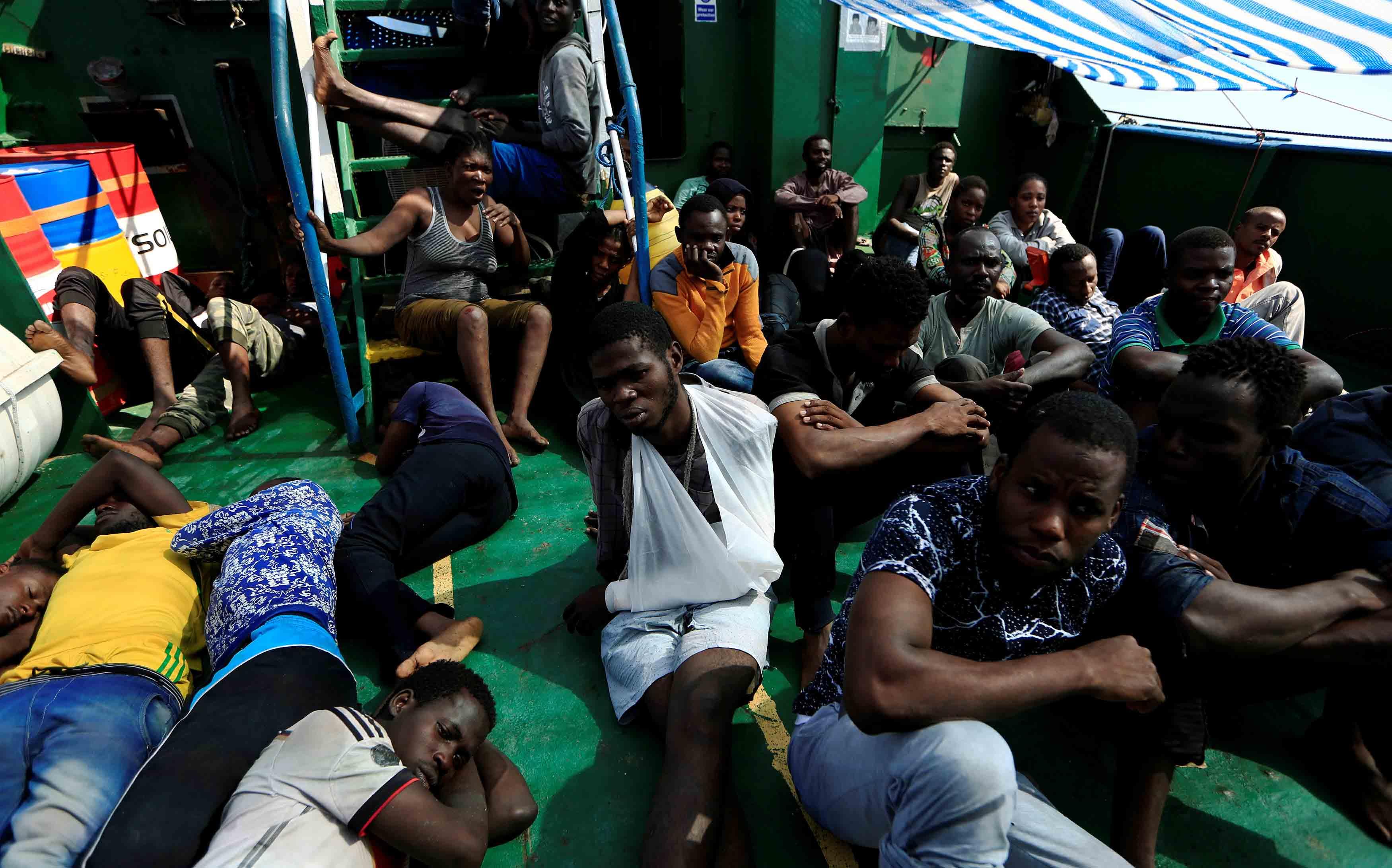 Cerca de 600 personas se trasladaban a Italia según indicaron las autoridades de rescate, 29 de ellas fallecieron en el intento