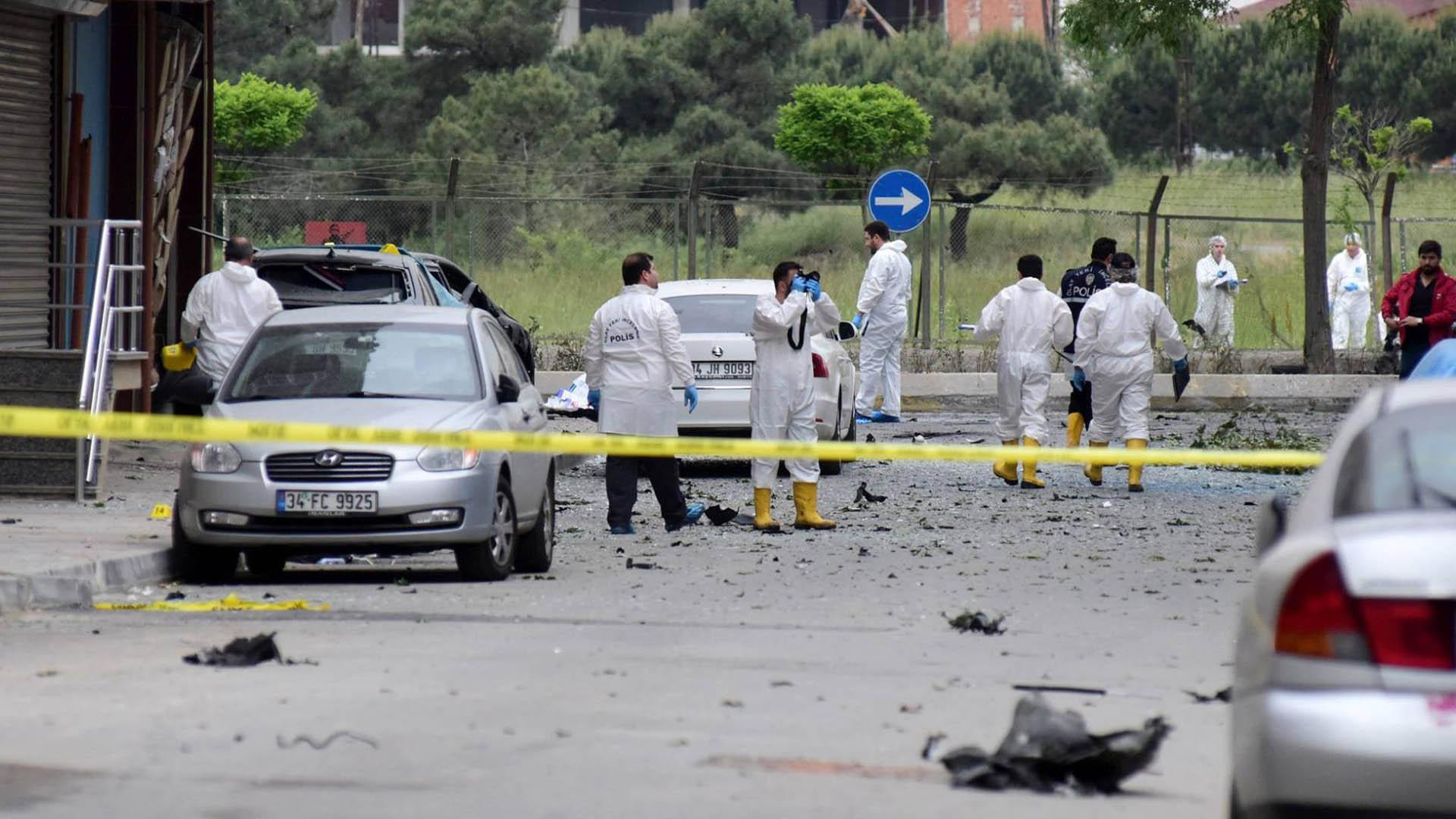 Una bomba, que se encontraba en una moto, estalló cerca de la estación de policías del barrio Yenibosna