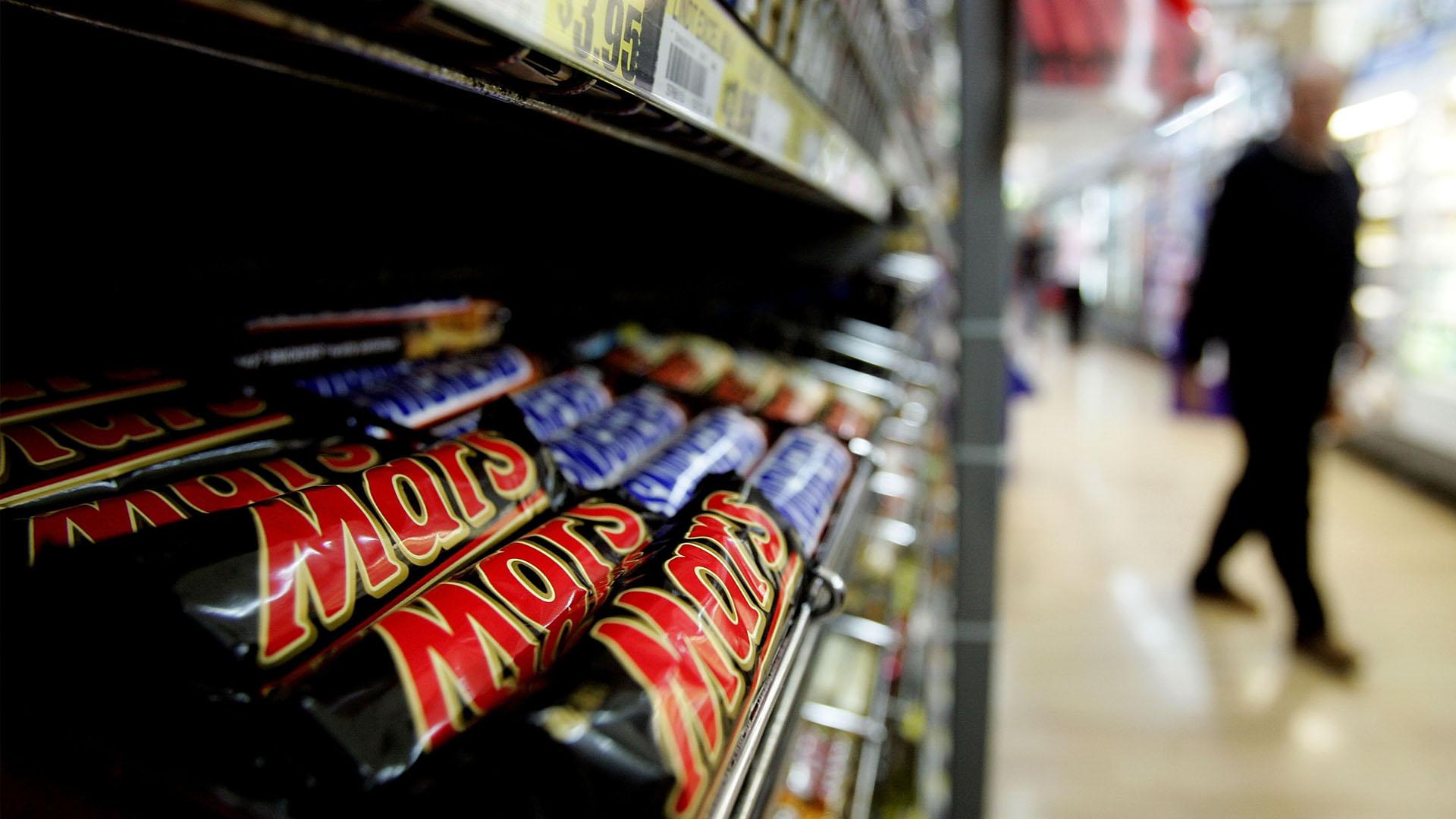 La empresa fabricante de chocolates, anunció que va a adquirir la marca conocida por sus caramelos de fruta y chicles
