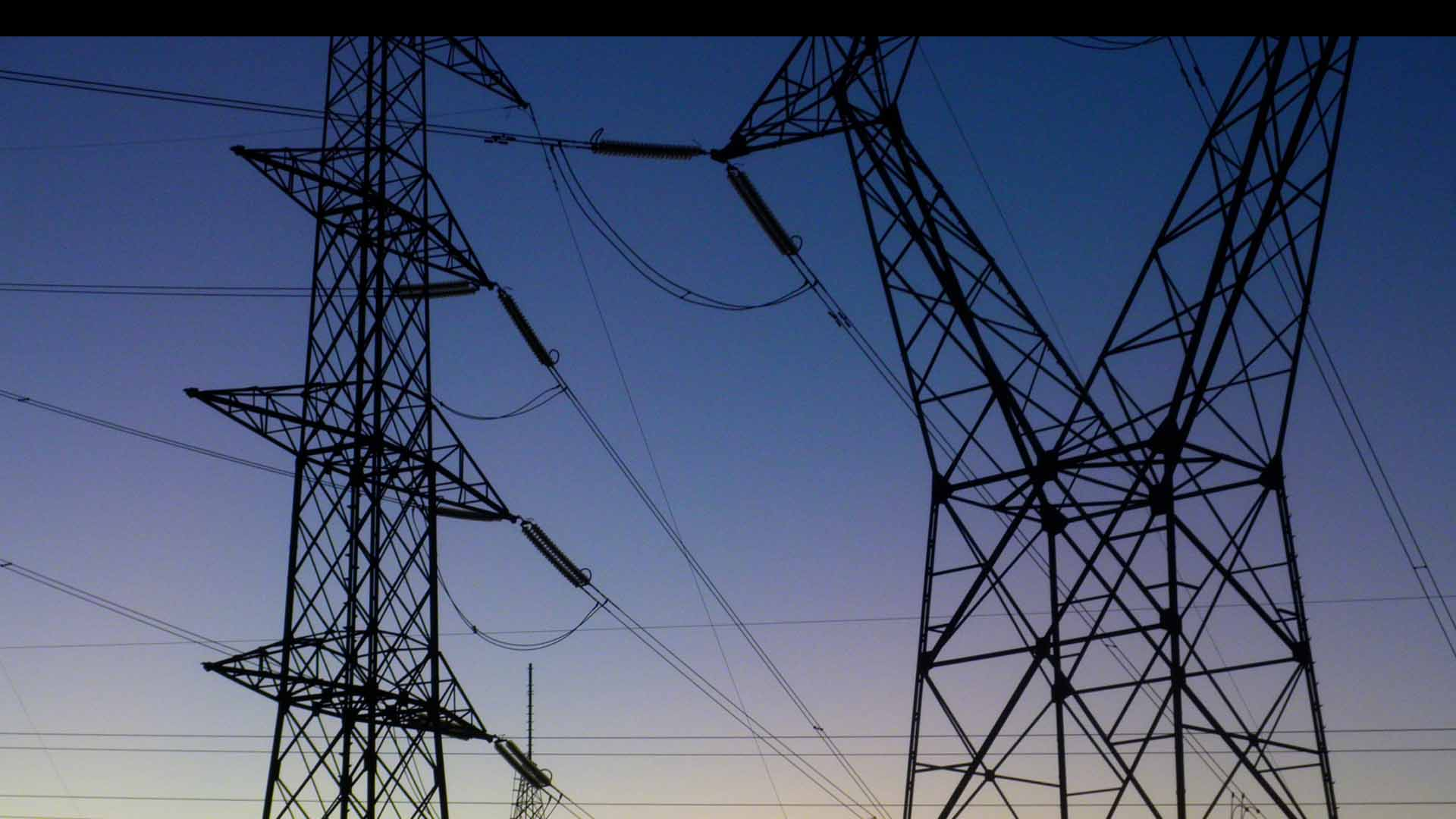Un incendio en una de las torres de la empresa eléctrica Tepco habría sido el desencadenante de la falla